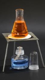 Szklany palnik spirytusowy z trójnogiem i siatką ceramiczną